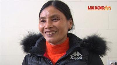 Mẹ Văn Hậu mổ gà, làm 5 mâm đãi khách đến xem chung kết AFF Cup