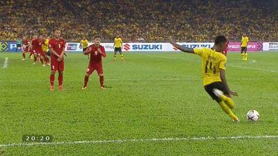 Việt Nam 2-1 Malaysia: Malaysia rút ngắn tỷ số từ pha đánh đầu
