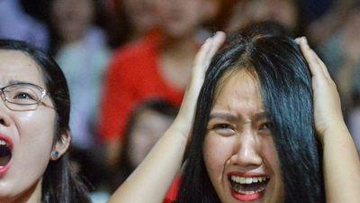 Cổ động viên Việt Nam thẫn thờ nuối tiếc khi Malaysia gỡ hòa