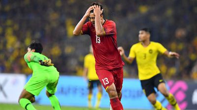 Bị trọng tài thổi phạt, Việt Nam thủng lưới, tỷ số đều 2-2