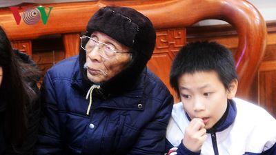 Nhiều cung bậc cảm xúc tại nhà cầu thủ Quang Hải