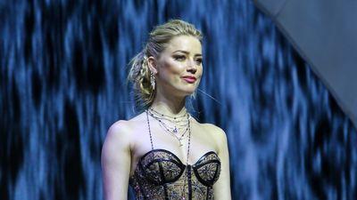 Amber Heard diện váy xuyên thấu khi ra mắt 'Aquaman' tại Philippines