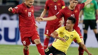CLIP: Cậy sân Bukit Jalil, Malaysia vòng bóng như triệt hạ cầu thủ Việt Nam