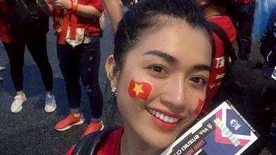Lệ Hằng bức xúc vì CĐV Việt Nam không được vào khán đài dù có vé