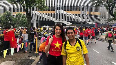 Lệ Hằng 'đánh liều' vào khán đài Malaysia ở 'chảo lửa' Bukit Jalil