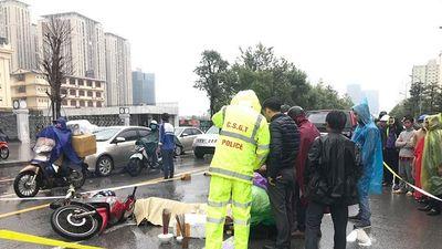 Va chạm với xe bán tải, 8X tử nạn thương tâm giữa trời mưa rét