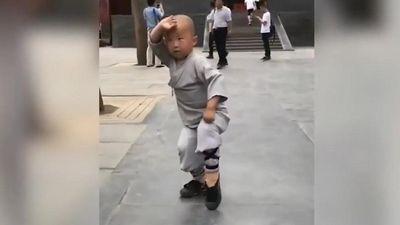 Siêu sao Kungfu 3 tuổi múa võ gây sốt ở Trung Quốc