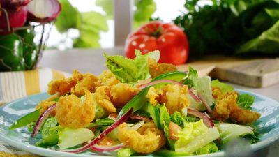 Học cách làm salad tôm chiên giòn