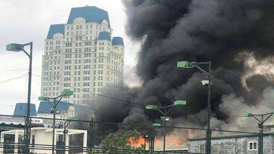 Đang cháy lớn ngay sát trụ sở Liên đoàn Bóng đá Việt Nam