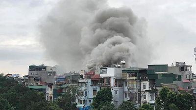 Cháy lớn tại quán karaoke trên phố Nguyễn Khiết (Hà Nội)