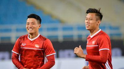 Quế Ngọc Hải và Văn Toàn tươi tỉnh tập cùng toàn đội trước chung kết