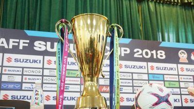 Cận cảnh cúp vàng sẽ trao cho đội thắng cuộc trong trận chung kết AFF Cup