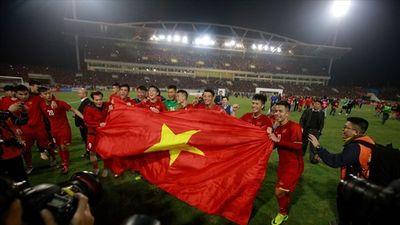 Khoảnh khắc ĐT Việt Nam cùng hàng nghìn CĐV vỡ òa trong chiến thắng