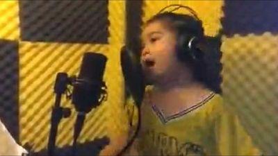 Bé gái 6 tuổi gây sốt với ca khúc 'Em yêu ông Park Hang-seo'