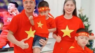 Dàn sao Việt cùng gửi lời nhắn cổ vũ tuyển Việt Nam, sẵn sàng xuống đường 'đi bão'
