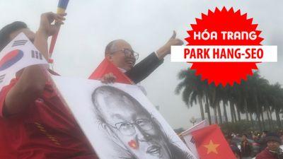 Cổ động viên hóa trang thành ông Park Hang-seo, sân Mỹ Đình rực đỏ