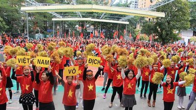 1.500 học sinh chúc đội tuyển Việt Nam chiến thắng