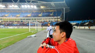 Đức Huy chụp ảnh tại nơi ngồi nhặt bóng ở AFF Cup 2008