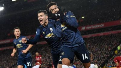 Liverpool 1-1 Man Utd: Alisson mắc sai lầm