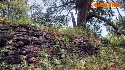 Độc lạ ngôi chùa cổ có 'tường thành' bằng đá ở Việt Nam