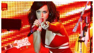 Katy Perry, 'nữ hoàng' của những chiếc đầm cao su bó khít cơ thể