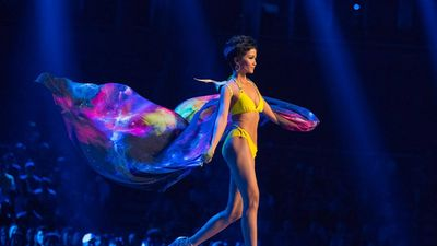 Nghệ sĩ Việt tự hào khi H'Hen Niê lọt Top 5 Hoa hậu Hoàn vũ
