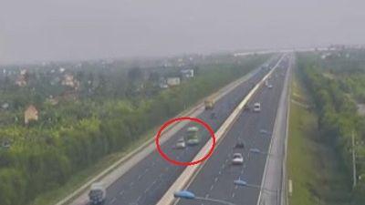 Xe khách đánh lái tránh ôtô nổ lốp dừng giữa cao tốc Hà Nội – Hải Phòg