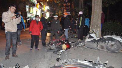 Phút kinh hoàng xe Lexus chèn qua người ở Hà Nội