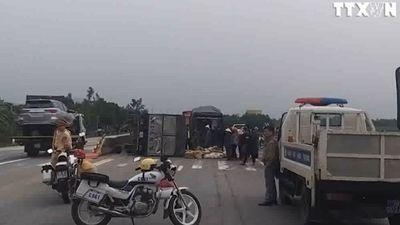 Bốn xe ô tô bị đâm liên hoàn trên Quốc lộ 1A