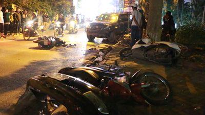 Hiện trường xe máy, ô tô nằm la liệt sau cú tông kinh hoàng của nữ tài xế Lexus