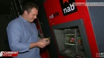 Lợi dụng cây ATM lỗi, chàng trai rút được gần 27 tỷ đồng, sống như đại gia