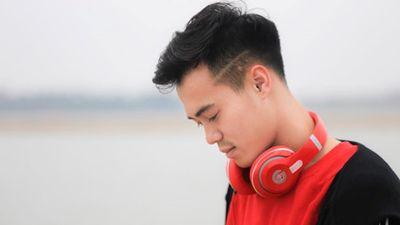 Không ngờ cầu thủ Văn Toàn lại ăn diện cực chất như soái ca Hàn