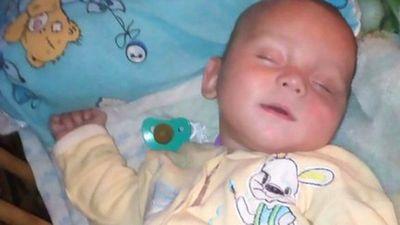 Bé 8 tháng tuổi chết, nghi bị mẹ cho uống rượu Vodka