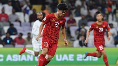 Công Phượng đi giày cọc cạch trong hiệp 1 trận gặp Yemen
