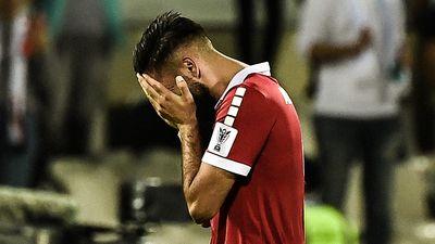 Cầu thủ Lebanon khóc nức nở vì lỡ tấm vé đi tiếp vào tay Việt Nam