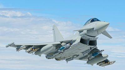 Báo động Không quân Anh - 55/156 tiêm kích Typhoon 'gãy cánh'