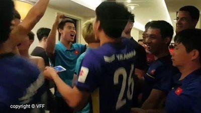 Đội Tuyển Việt Nam nhảy nhót sung sướng khi lọt vào vòng 1/8 Asian Cup 2019