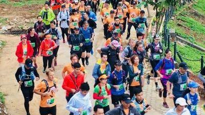 Ảnh,clip: 1.800 người chạy marathon trong rét thấu xương ở Mộc Châu