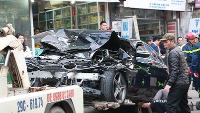 Ô tô đâm 5 xe trên phố Ngọc Khánh, cụ bà đi bộ trên vỉa hè tử vong