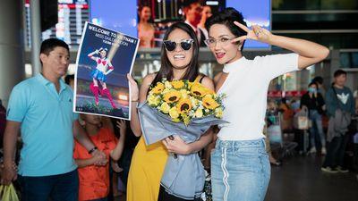 H'Hen Niê đón Miss Universe Nhật Bản đến thăm Việt Nam
