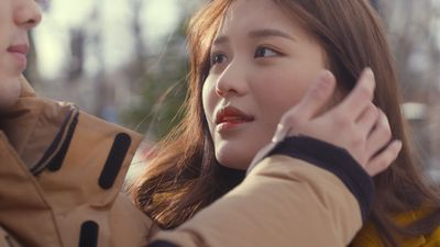 Hot girl 10X Hàn Quốc Han Sara chủ động 'tán' trai đẹp trong MV mới