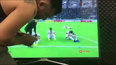 CĐV Việt Nam 'lau nước mắt' cho cầu thủ Jordan qua TV