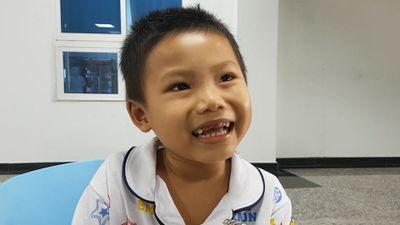 Cậu bé 4 tuổi suốt đời sống bằng máu của người khác mơ thành nhà khoa học