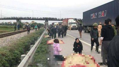 Hiện trường xe tải đâm đoàn đi viếng nghĩa trang, 8 người chết ở Hải Dương