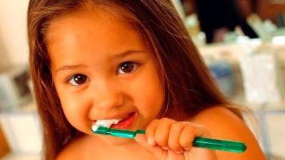 Ăn nhiều bánh kẹo ngày Tết, làm gì để tránh sâu răng?