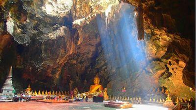 Kinh nghiệm ghé thăm ngôi chùa độc đáo nằm dưới lòng đất ở Thái Lan