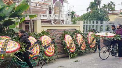 Tai nạn 8 người chết: Vòng hoa tang dựng khắp đường làng