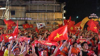 CĐV kỳ vọng Công Phượng ghi bàn, Việt Nam không sợ bất cứ đối thủ nào