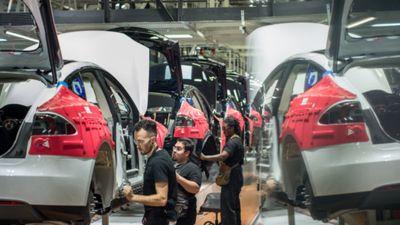 Phải trả nợ 1 tỉ USD, Tesla sẽ cắt giảm 7% nhân lực