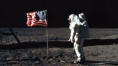 Nhà làm phim khẳng định NASA làm giả cuộc đổ bộ của Apollo 11 lên Mặt trăng